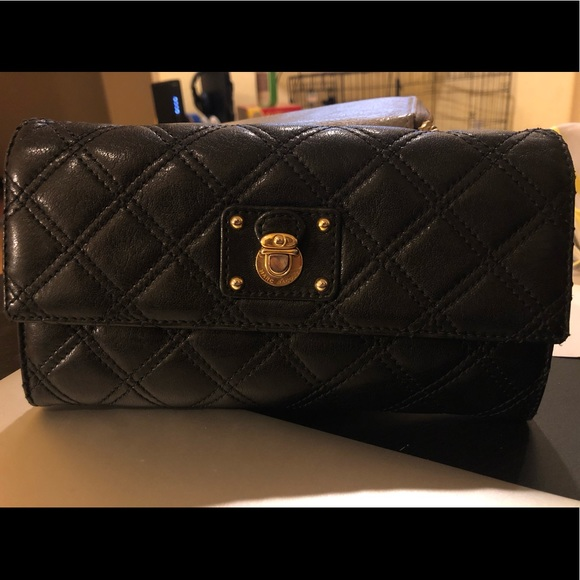 Marc Jacobs Handbags - Marc Jacobs Quilted Lambskin Clutch